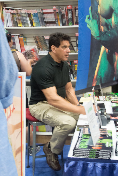 Lou Ferrigno at his booth