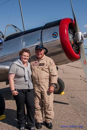 Kierstin mit Pilot Scott Belbeck bei BT-13 Flugzeug-Bilder 2.