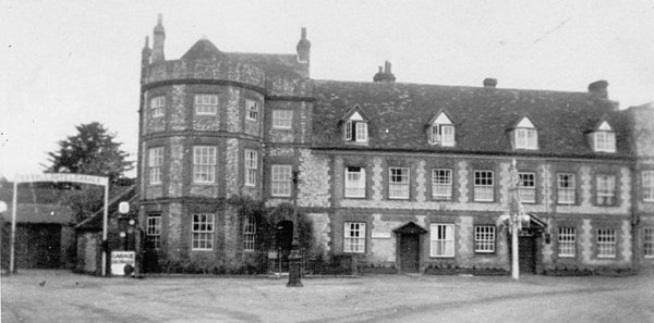 <center><font size=3><u> - Castle Inn - </u></font> (BS0043) </center>  On the left is Walter's Garage, which replaced the stables of the inn.