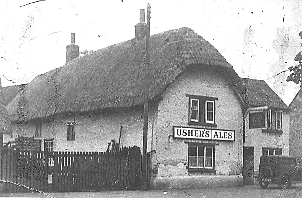 "<center><font size=3><u> - The Lamb & Flag - </u></font> (BS0329) </center>  The old Lamb & Flag adjacent to Passey's small scrapyard - Brook Street Benson - early 1920's Detail available on Page 201 of ""Benson, A Century of Change"". See also BS0350."