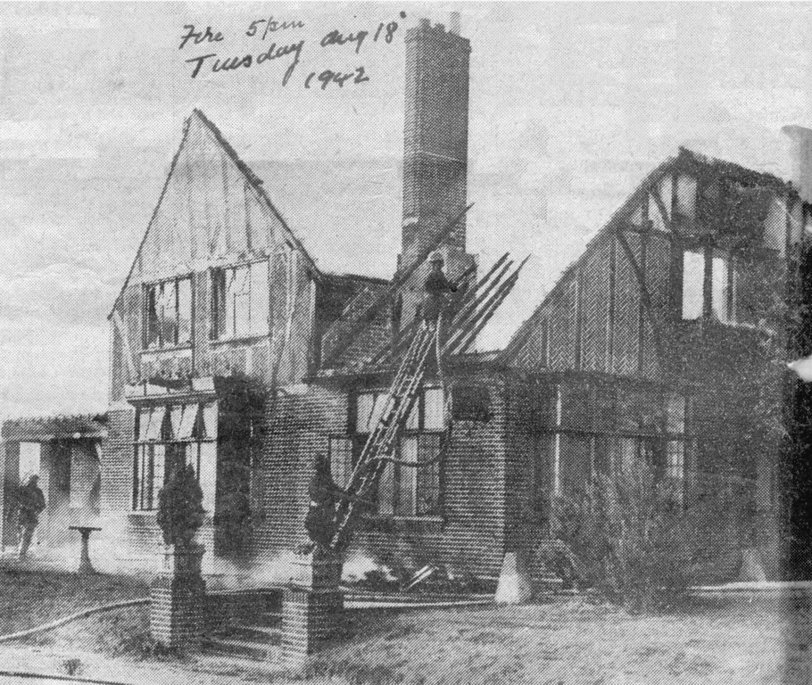 <font size=3><u> - Fire London Road Inn - </u></font> (BS0220)  Firemen pouring water on the London Road Inn, Beggar Bush  Hill, near Benson, which was completely gutted by fire.