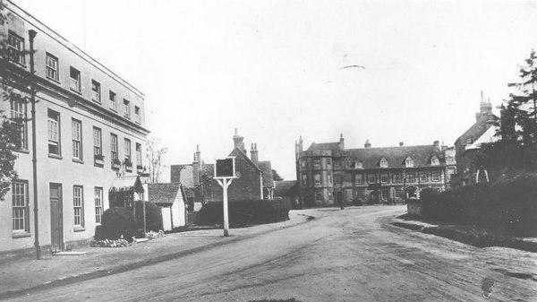 <center><font size=3><u> - Castle Inn - </u></font> (BS0328) </center>  View of Castle Inn and White Hart from War Memorial.   Filling station to left of Inn.