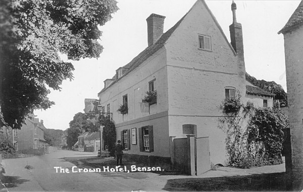 <font size=3><u> - Crown Hotel - </u></font> (BS0063)  There appear to have been two major re-builds in the XXth Century.  Fred Smith said that the archway we know today replaced the open gateway shown here in 1919. The roof indicates an 18th century building.  See also BS0064, BS0066 & BS0075 below.