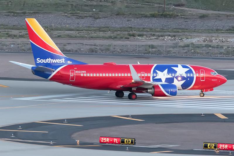 SWA4679 PHXHOUPhoenix Sky Harbor International Airport | PHX / KPHX<br /> Phoenix, Arizona<br /> <br /> [Canon EOS 7D Mark II + EF 100-400 f4.5-5.6L IS USM]