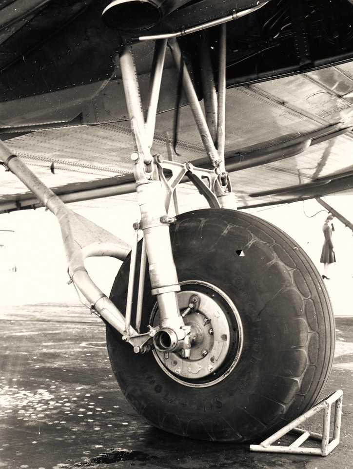 An example of a Douglas DC-3 main landing gear and strut assembly with wheel/brake and tire. (Lostflights Photo)