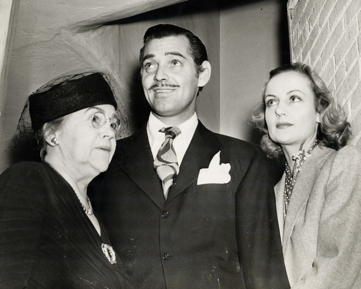 CAROLE LOMBARD AND ELIZABETH PETERS<br /> <br /> Actor Clark Gable and Carole Lombard were married in Kingman, Arizona on March 29, 1939. <br /> <br /> The Gables seen here shortly after their return to California with Carole's mother Elizabeth Peters (LostFlights Photo)