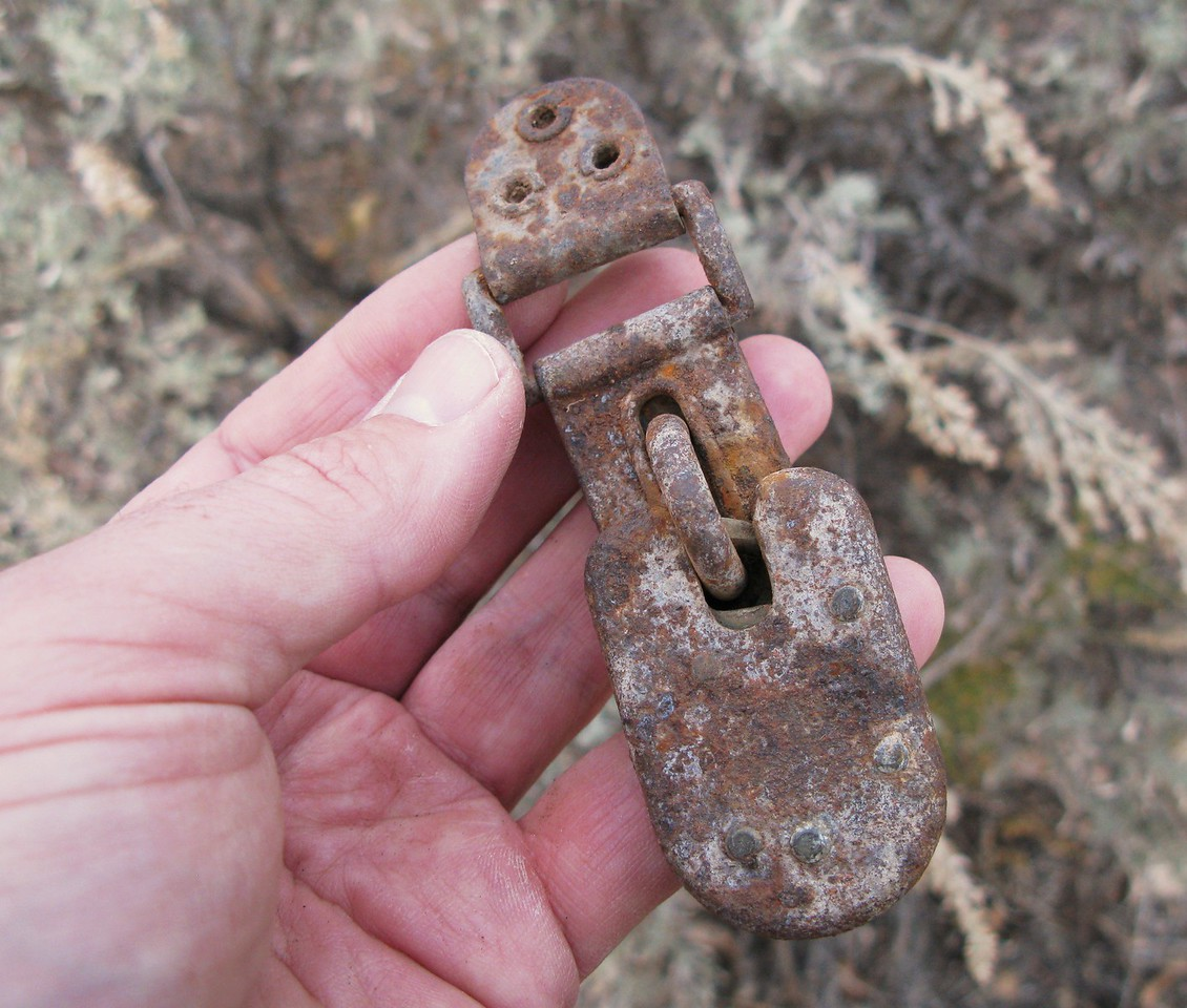"This paddle lock was still key latched. Based on it's design and inscribed ""U.S. MAIL"", the lock was from a bag containing air mail letters. (Lostflights Photo)"