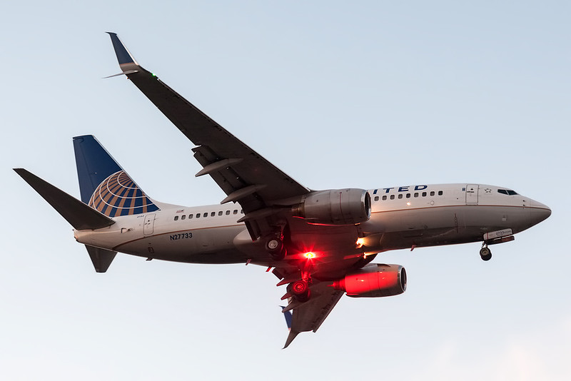 United Airlines Boeing 737-700 N27733 MMMD 18MAR18