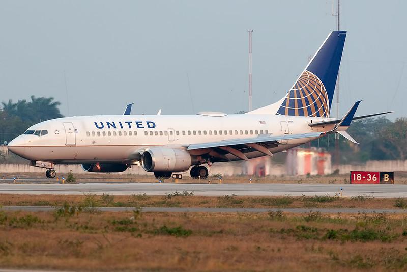 UAL1426 IAHMID<br /> <br /> Manuel Crescencio Rejon Intl Airport (MID | MMMD)<br /> Merida, Yucatan <br /> Mexico<br /> <br /> [Canon EOS 1D Mark III + EF 100-400mm f4.5-5.6L USM]