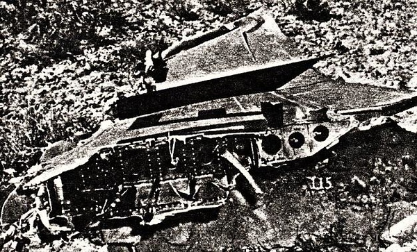 The severed starboard wing of the F-100F was located not far away from the DC-7's starboard wingtip.