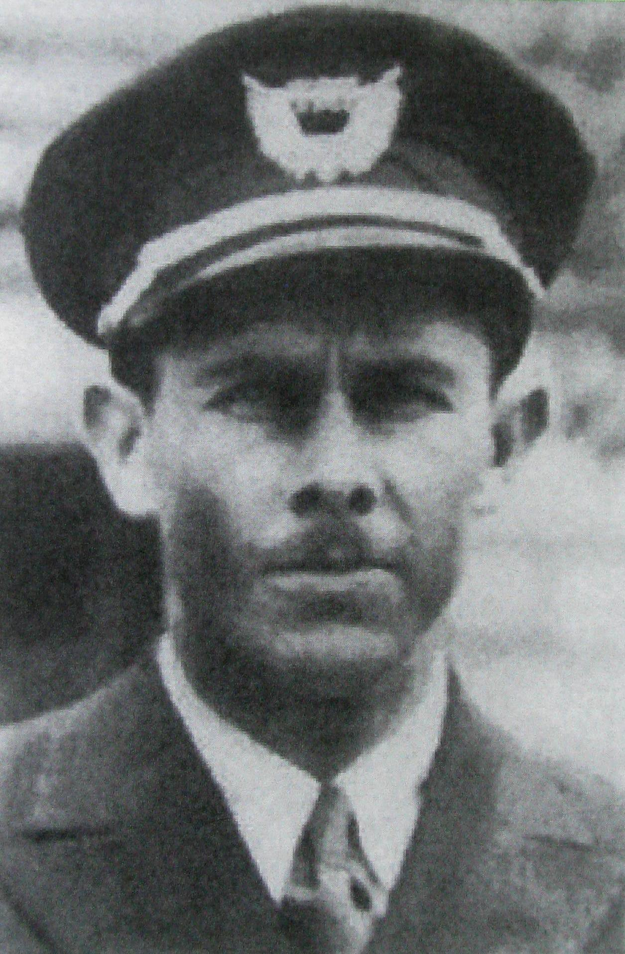 Captain Jesse B. Stowe, age 29, was one of 34 veteran T.A.T. pilots selected for the new transcontinental service. Each captain was required to have at least 3,000 hours of flight time with at least 500 hours of experience in the Ford Tri-Motor aircraft.<br /> <br /> With Army flight training and several years experience, Captain Stowe was considered to be one of T.A.T.'s best pilots.