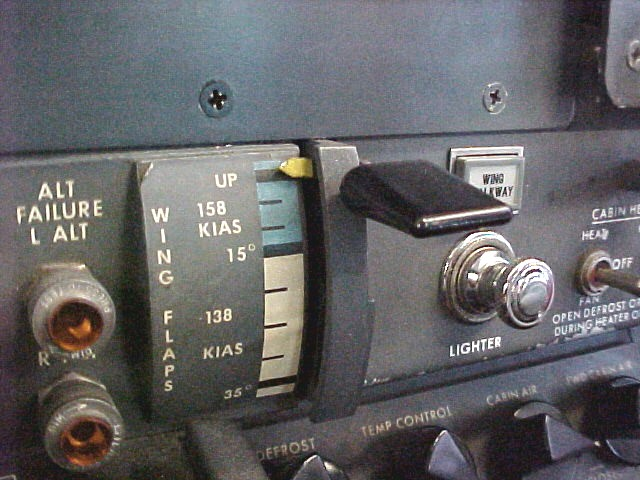This photo illustrates the location in the aircraft of the wing flap position placard and the amber indication lights.