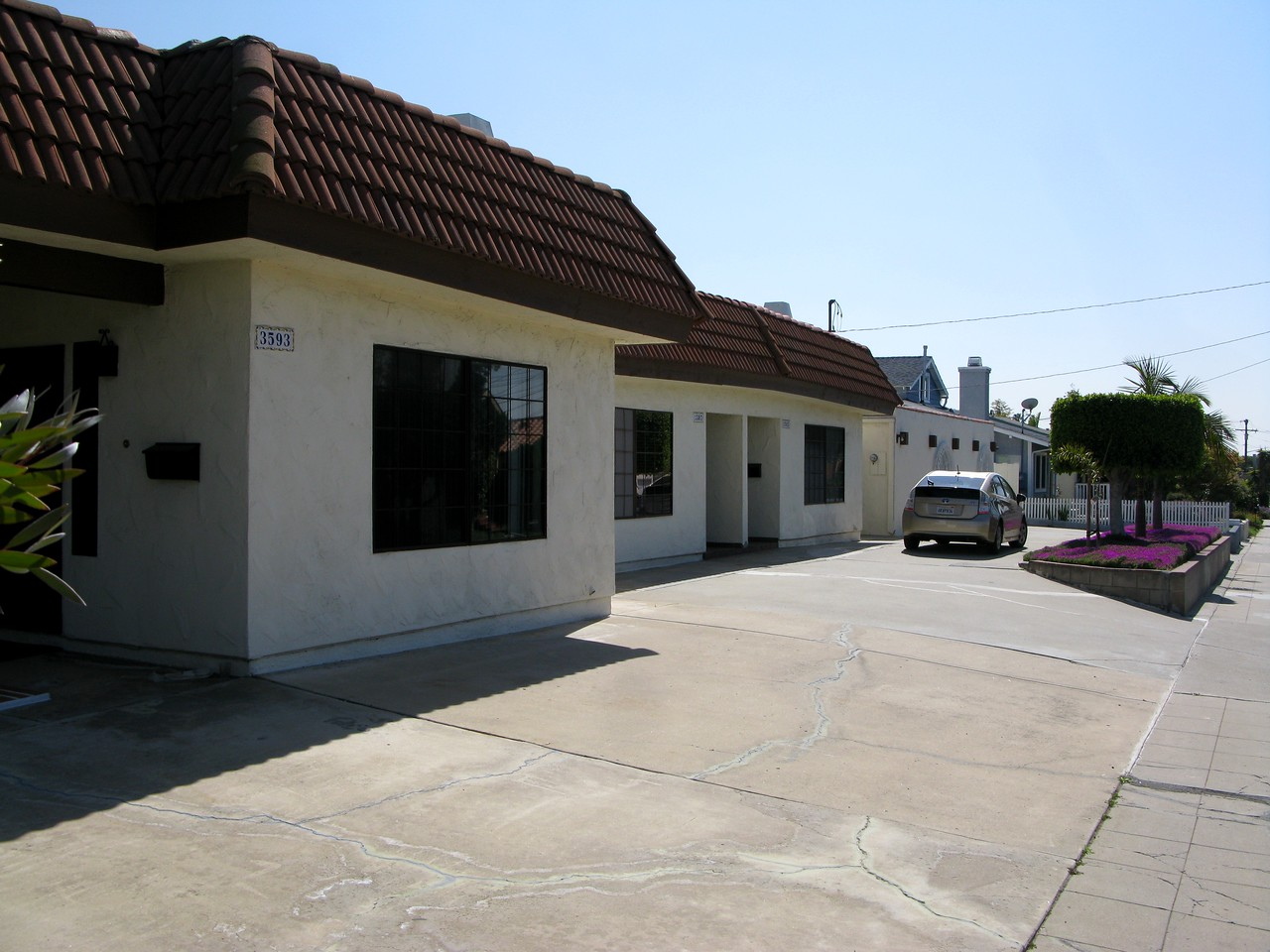 An example of structures that replaced houses destroyed after Flight 182's impact with the neighborhood.<br /> <br /> Even today, it has been reported that residents of this North Park neighborhood still find pieces of burnt metal from the accident on their property.