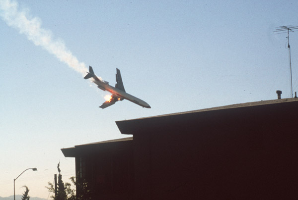 Wendt's second and final photograph shows the Boeing 727 seconds from impact while rolling through a 50 degree bank angle.