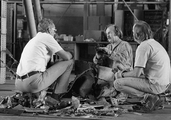 """Both NTSB and FAA accident investigators confer about the sequence of events that lead to the collision. <br /> <br /> Witness statements, photographs, air traffic control transcripts, and data from the recovered cockpit and flight data recorders helped investigators put the """"pieces together""""."""