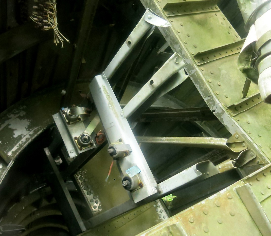 A photograph of the flight recorder trays and anti-vibration mounts that were located in the aircraft's tail section. <br /> <br /> The data gathered from the recovered flight data and cockpit voice recorders contributed greatly in the accident investigation.