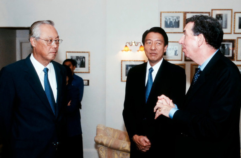 Goh Chock Tong and Alan Collins, British High Commissioner