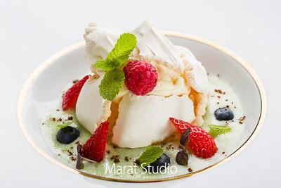 Новый, изящный и вкусный десерт можно попробовать в Gallery Park Hotel