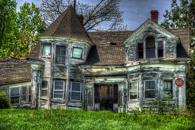 An old Victorian house along US Route 1 in Searsport, Maine sits abandon after years of neglect and isolation.