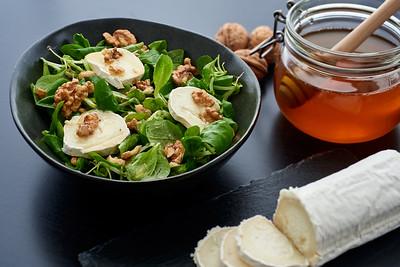 Salad of lamb's lettuce, goat cheese, walnuts,