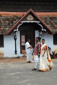 06100174 - Outside a Kerala temple the men and women dressed in their traditional attire.