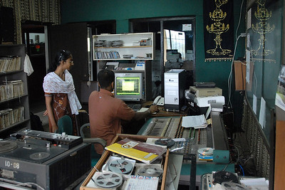 06110040 - Kothmale Community Radio in operation