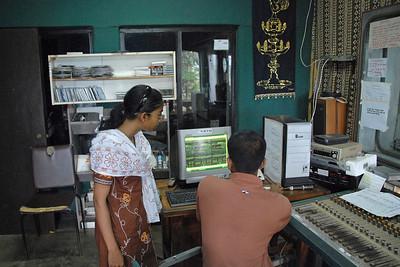 06110038 - Kothmale Community Radio in operation
