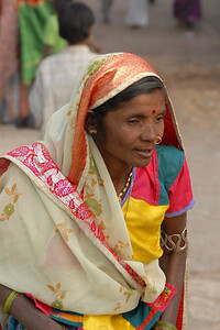 07011053 - Women walking towards the Temple.
