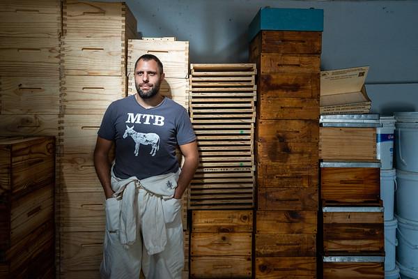 Chris Oosthuizen, Honeybee Heros founder.