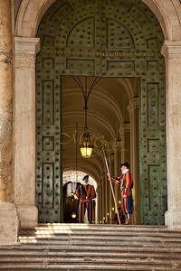 Door to Apostolic Palace2