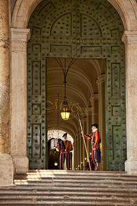 Door to Apostolic Palace2