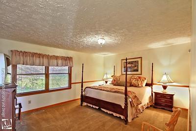 Chalet #18 Master bedroom