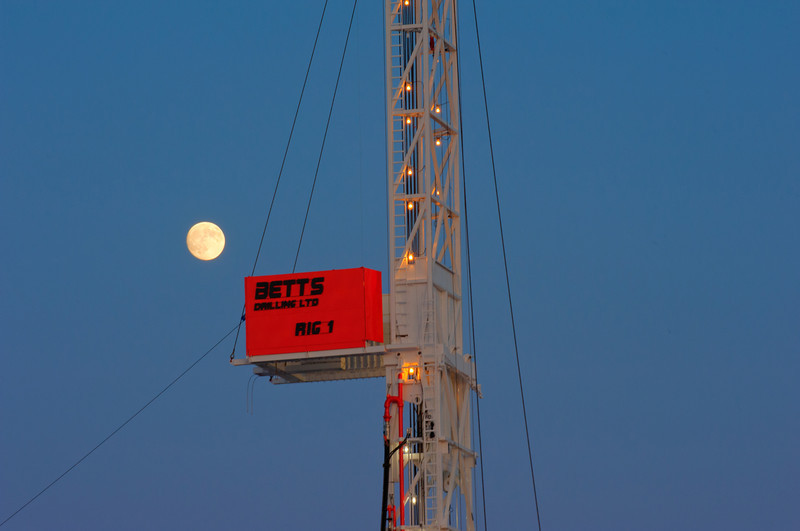 Betts_Rig1-2529_moon-2