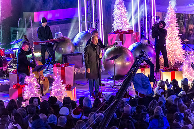 Darius Rucker performs at the 82nd Annual Rockefeller Center Christmas Tree Lighting Ceremony