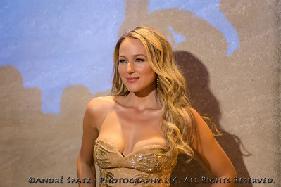 Jewel at the 81st Annual Rockefeller Center Christmas Tree Lighting Ceremony