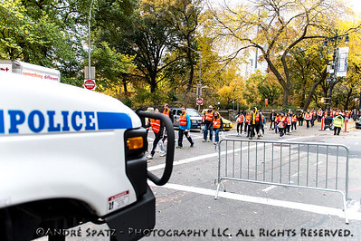 NYPD and the Marathon Volonteers getting to their assigend area.