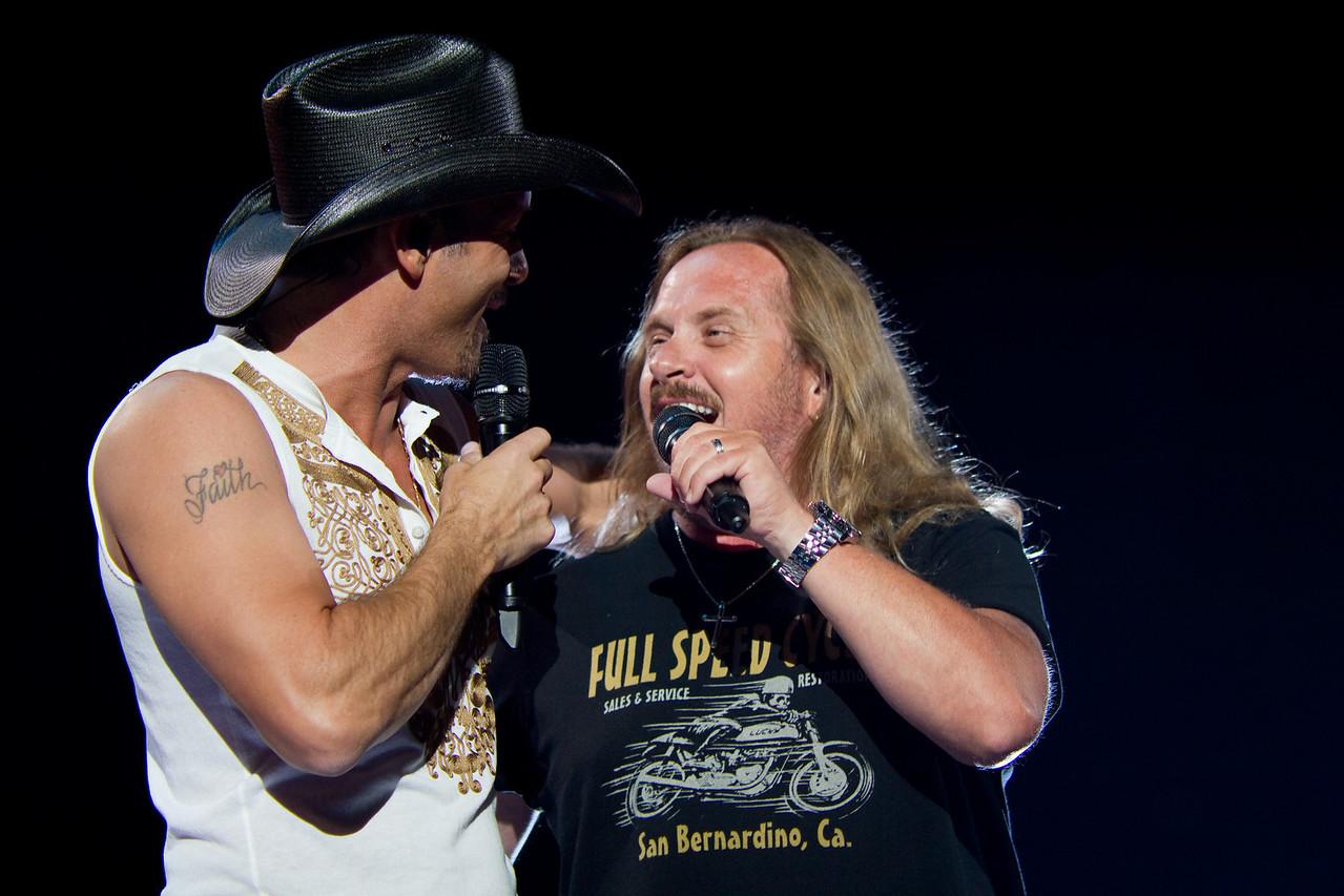 "Tim McGraw & Johnny Van Zant performing ""Sweet Home Alabama"" - May 6, 2010 in Jacksonville, FL"
