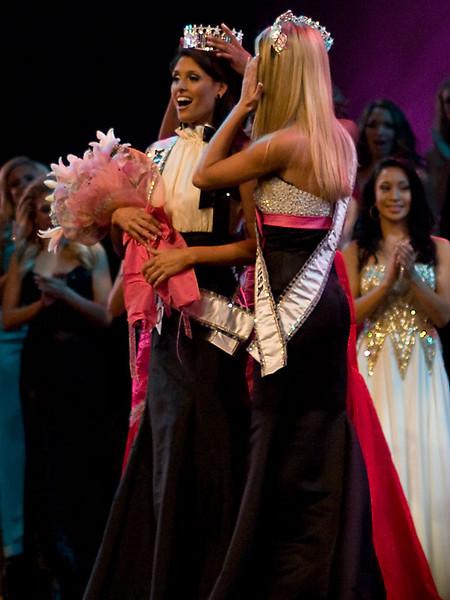 Miss Florida USA® 2010 Megan Clementi being crowned