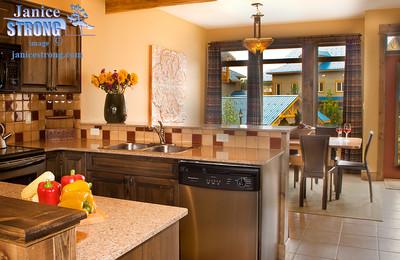 21 NSMV-8580 Kitchen & Dining Room