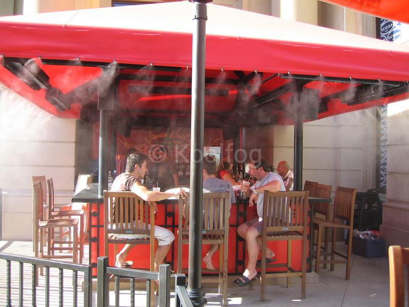 La Salsa Bar Patrons Cooling Off