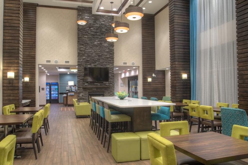Hampton dining-0918HDR-2