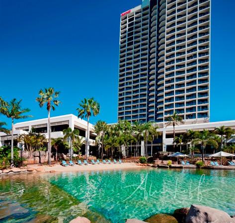Surfers-Paradise-Marriott-Resort's-award-winning-lagoon-