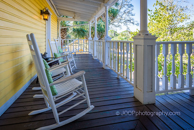 Coombs Inn & Suites - Porch