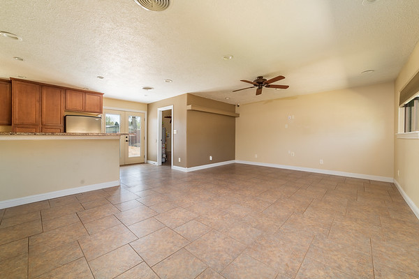 3907 Holiday Dr-11