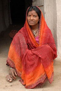 India: Portrait of a lady sitting outside her home in a village near Nagpur, Maharashtra. Jan 2007.