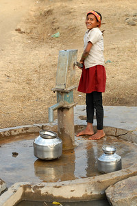 India: This young girl is from a village near Napgur, Maharashtra and came to the village hand pump to get some water for the family. Typically the girls and women of the house have the responsibility for filling water for which they sometimes have to walk for a few kilometers. Jan 2007.