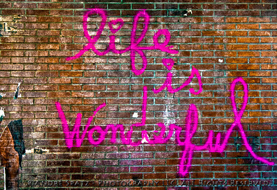 Manhattan- Graffiti: Life is Wonderful