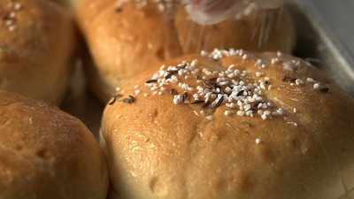 Costanzo's Bakery - The Build: Beef on Weck (2018)