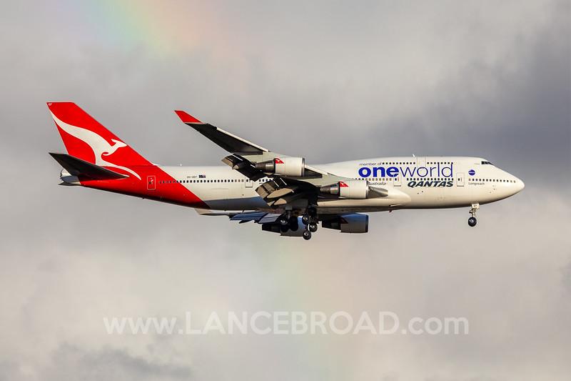 Qantas 747-400 - VH-OEF - BNE