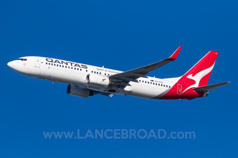 Qantas 737-800 - VH-VYD - BNE